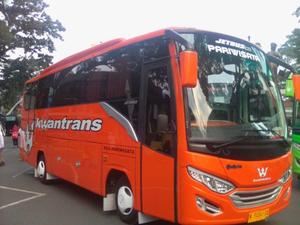Bus Pariwisata Kwantrans Orange