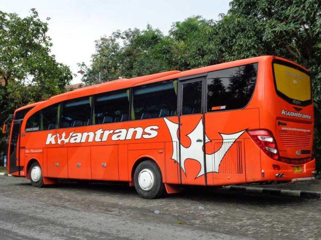 Bus Pariwisata di Malang